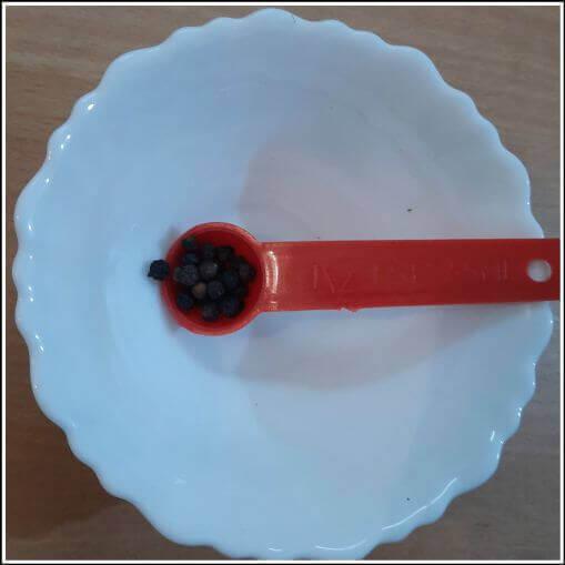 Half teaspoon of black pepper or kali mirch